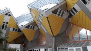 """<img src=""""afbeelding.gif"""" alt=""""origineel overnachten in Rotterdam"""" />"""