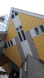 """<img src=""""afbeelding.gif"""" alt=""""waar kan je in Rotterdam origineel overnachten"""" />"""