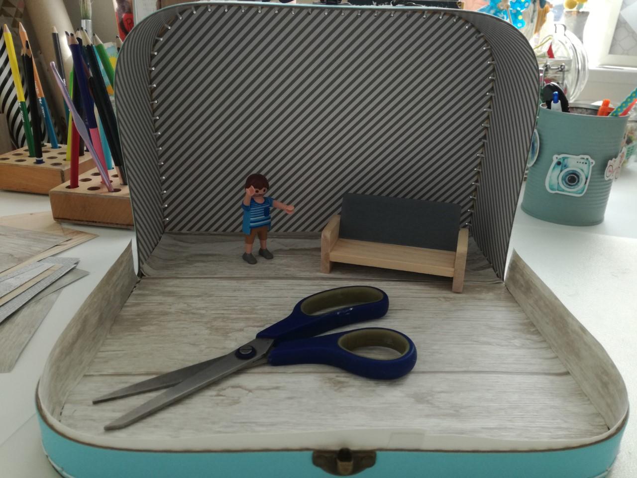 hoe maak ik een poppenhuis in een koffertje