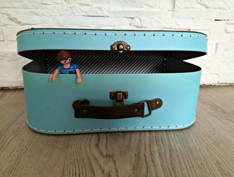 DIY tip een poppenhuis in een koffertje maken