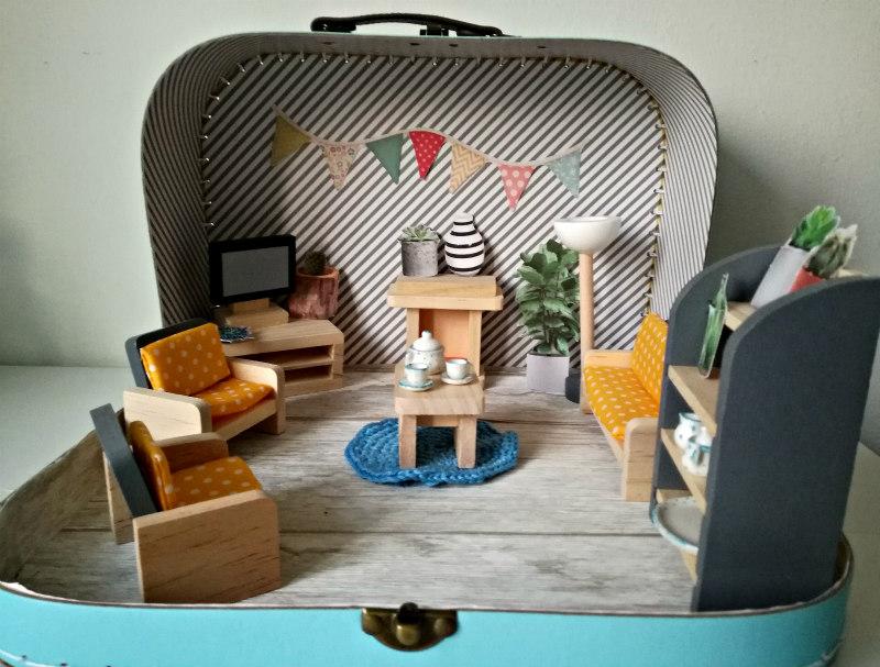DIY poppenhuis in een koffertje