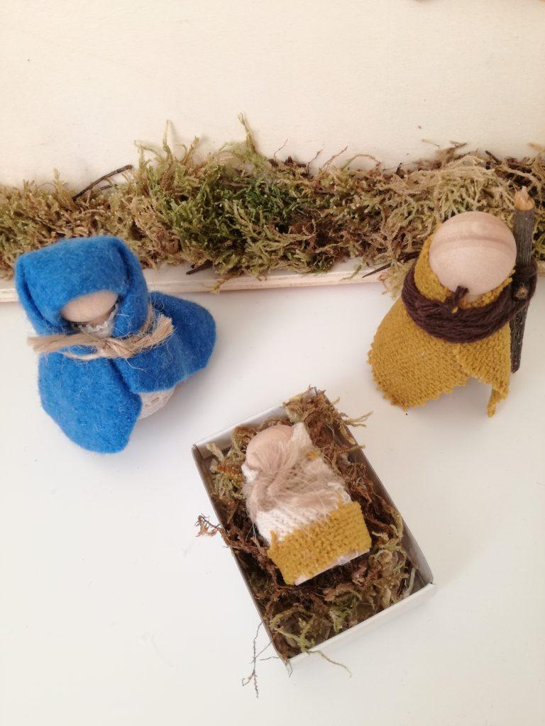 een kerststal maken met peg doll poppetjes