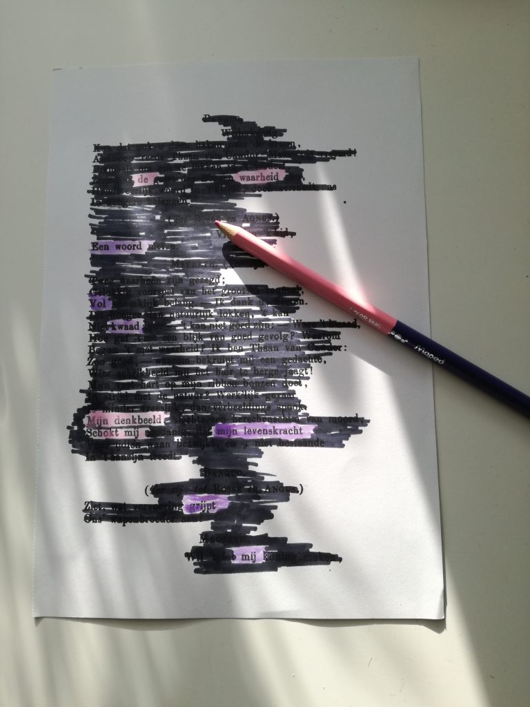 hoe maak je black out poetry
