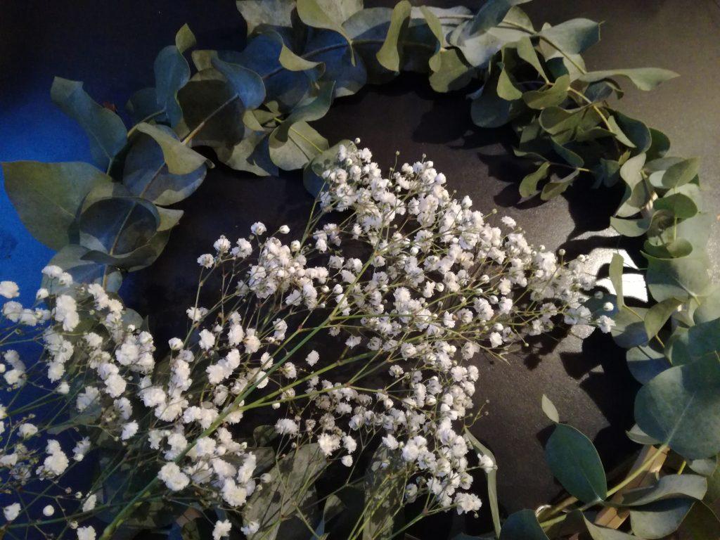 zelf een krans maken met eucalyptus