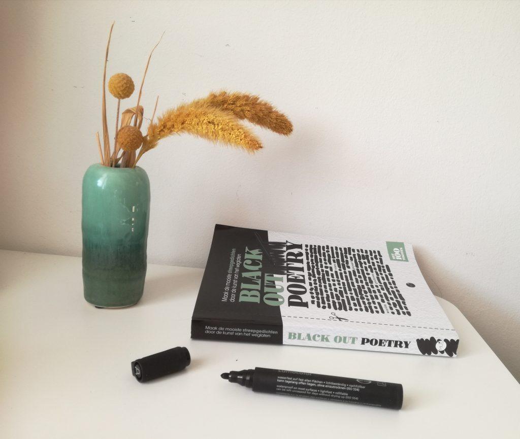 hoe maak je een black out poem